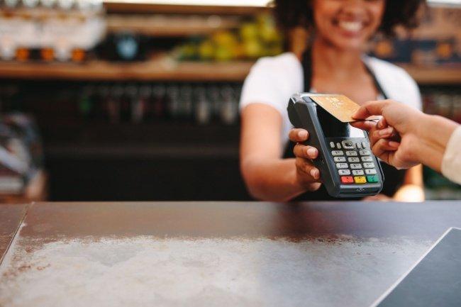 Passando cartão de crédito na Maquininha PagSeguro