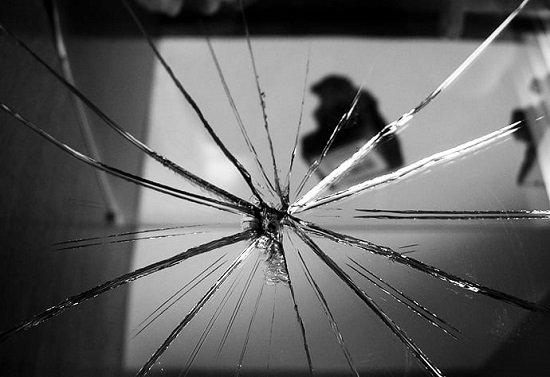 o que significa espelho quebrado