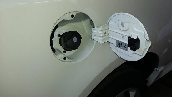 Como Abrir a Tampa do Tanque de Combustível